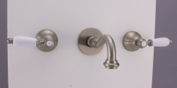 PB klassieke kraan inbouw muurkraan met witte hendels 20 cm uitloop RVS 1208854372